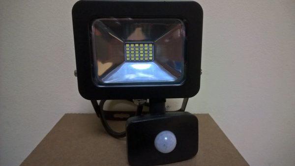 Светодиодный прожектор с датчиком движения Smartbuy SMD FLSen IP65 3