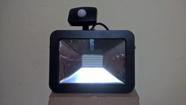 Светодиодный прожектор с датчиком движения Smartbuy SMD FLSen IP65 2