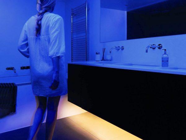 Комплект светодиодной ленты V-TAC под кровать с датчиком движения, 3000К, 12V, IP65 3