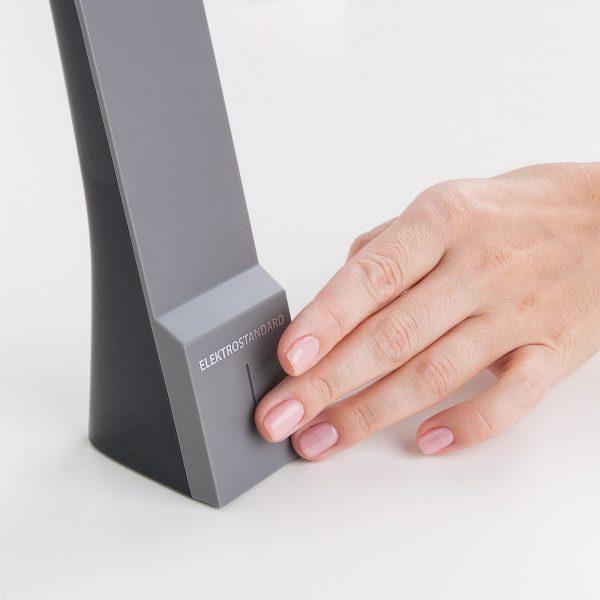 Настольный светодиодный светильник Desk черный/серый TL90450 6