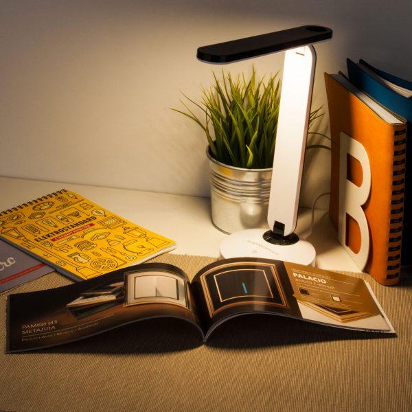 Настольный светодиодный светильник Flip белый/черный TL90480 2