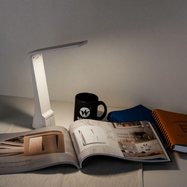Настольный светодиодный светильник Desk белый/золотой TL90450 1