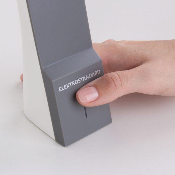 Настольный светодиодный светильник Desk белый/серый TL90450 6
