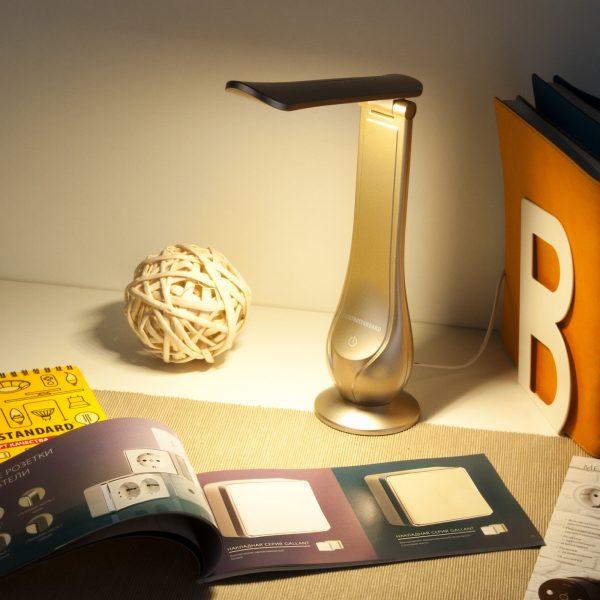 Настольный светодиодный светильник Orbit золотой TL90420 1