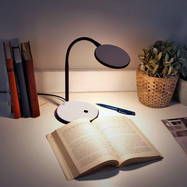 Настольный светодиодный светильник Sweep серебряный TL90400