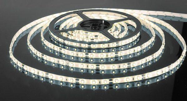 Светодиодная лента 3528/60 LED 4.8W IP65 белый свет 6500К