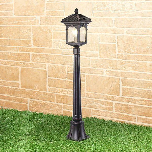 уличный светильник на столбе