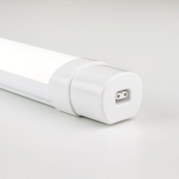 белый пылевлагозащищенный светодиодный светильник
