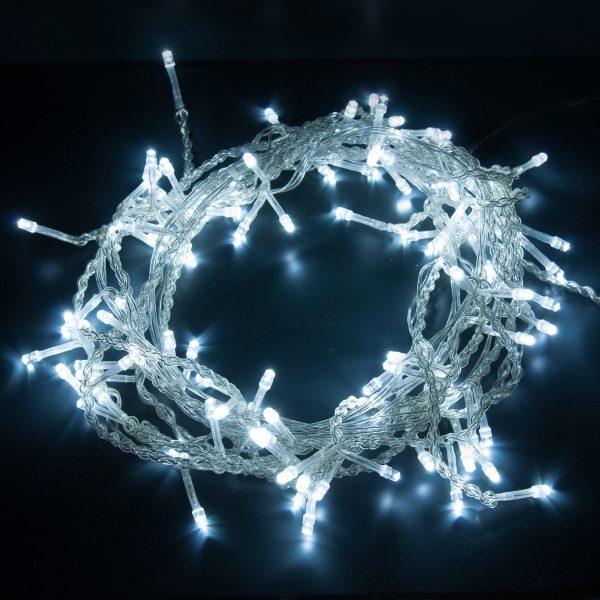 Бело-синий свет праздничной гирлянды