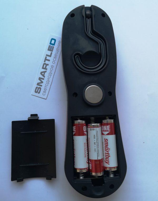 рабочий фонарь на магните и с крючком sbf 313 отсек для батареек
